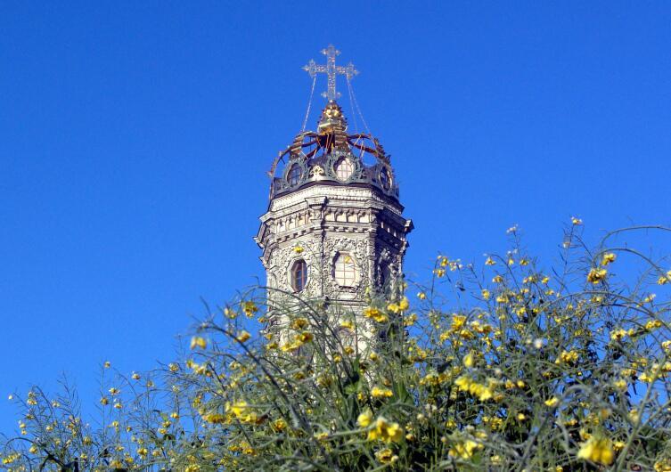 Необычный купол Знаменской церкви в Дубровицах