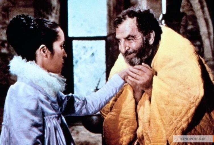 Джозефин Чаплин в роли неверной жены и Хью Гриффит в роли сэра Жанвье