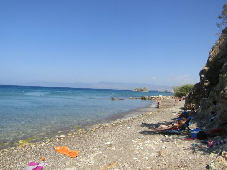 Небольшой пляж лагуны купален Афродиты