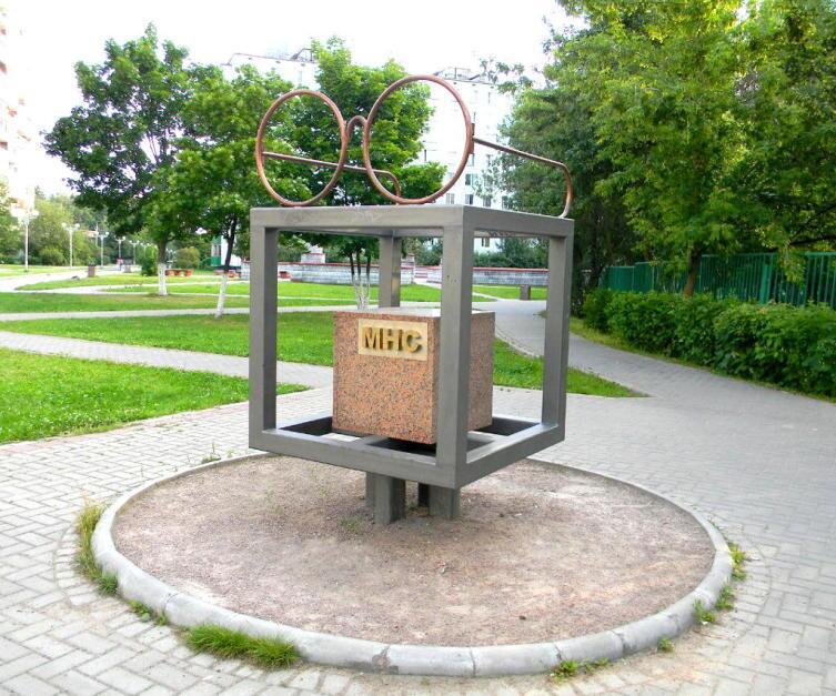 Памятник младшему научному сотруднику в Троицке