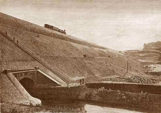 Веребьинский обход. Николаевская железная дорога. Гранитная труба под насыпью железной дороги. Построена в 1881 году