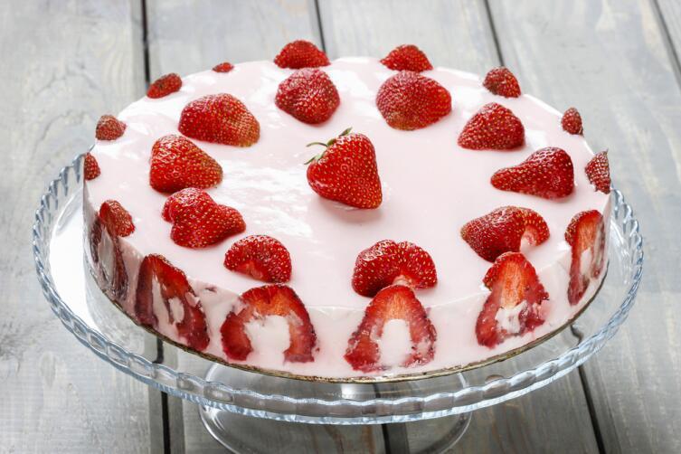 Клубнички не хотите ли? Легкий тортик и варенье без варки
