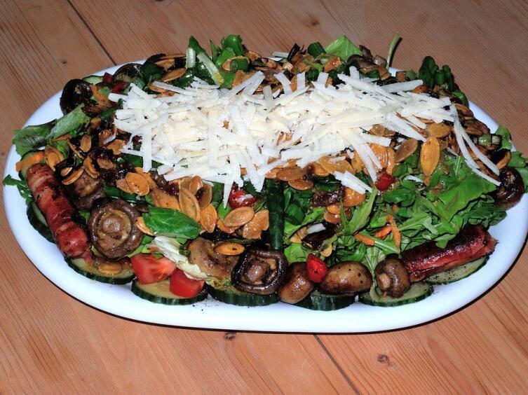 Какие салаты можно приготовить из грибов?