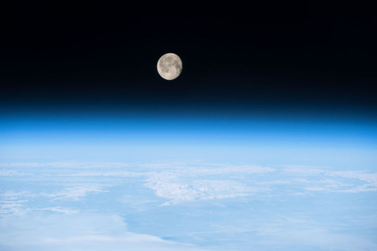 Луна с борта МКС 8 марта 2015 года