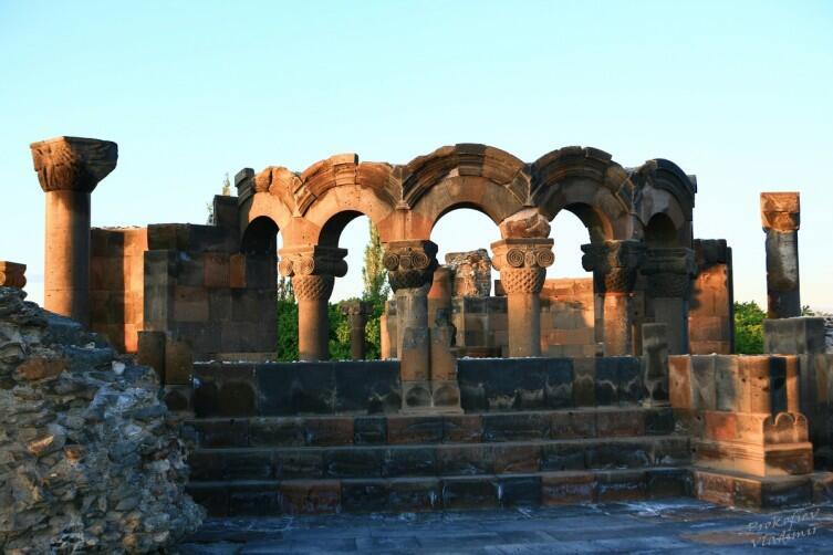 Развалины храма Звартноц