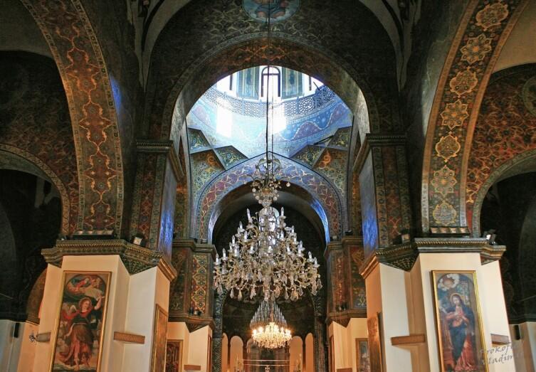 Интерьер собора Эчмиадзин