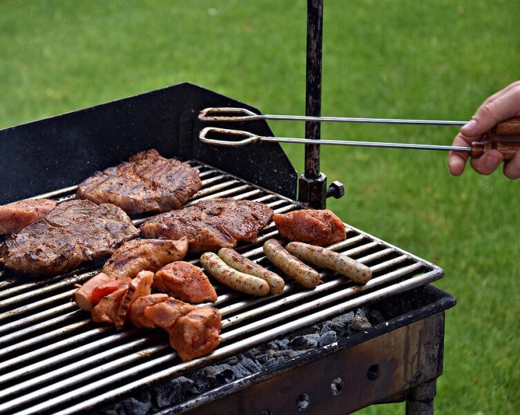Что лишнее на пикнике с шашлыком, а без чего не обойтись?