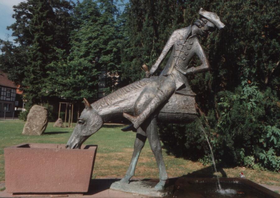 Памятник барону в Боденвердере