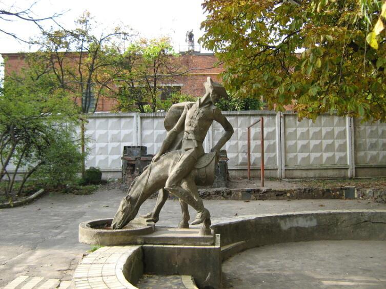Памятник барону в г. Хмельницкий (Украина)