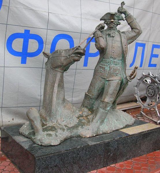 Памятник барону Мюнхгаузену в Москве