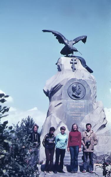 Памятник Пржевальскому (Киргизия, г.Каракол, в советское время он носил имя Пржевальск)