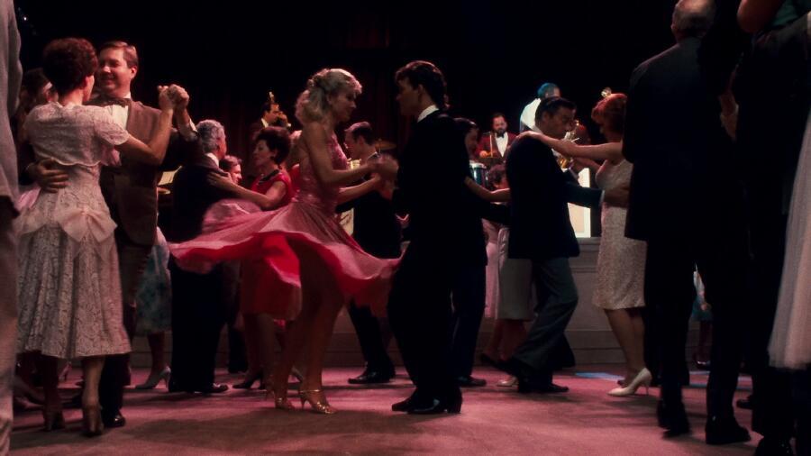 Под что танцевали железнодорожники, сотрудники пижамной фабрики и любители грязных танцев?