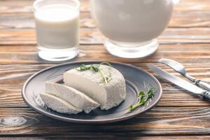 Как приготовить новые блюда с брынзой?