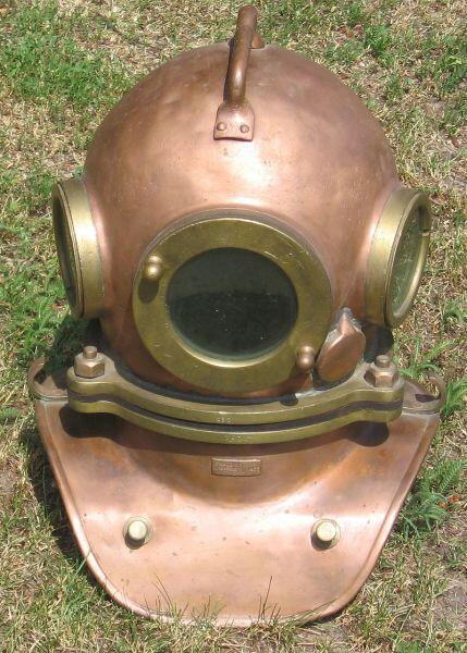 Шлем и манишка от трёхболтового водолазного костюма