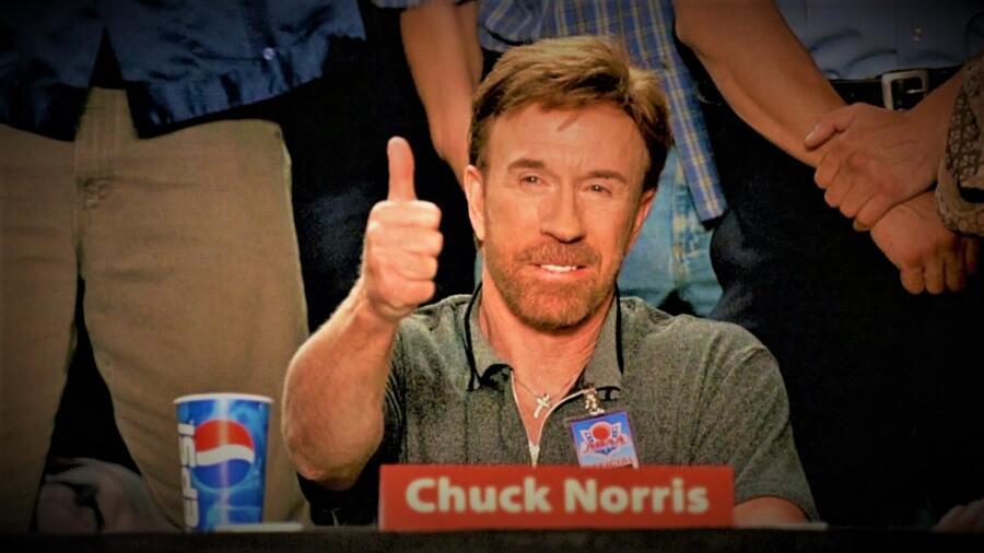 Чак Норрис в эпизоде фильма «Вышибалы»