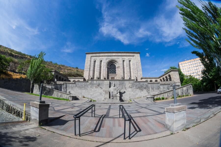 Где хранятся древние рукописи? Матенадаран