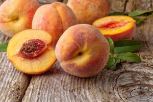 Как правильно выбирать персики в магазине?