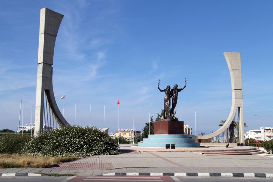 Памятник в Гирне, Северный Кипр