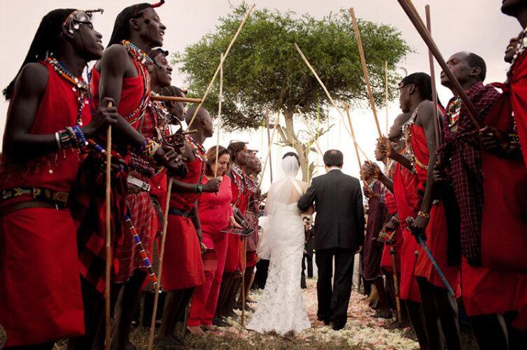 Сейчас палки играют символическую роль, но в отдельных местах традиция сохраняется