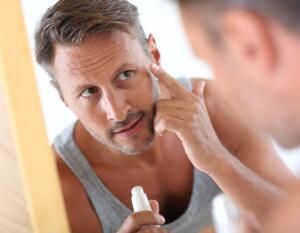 В какой стране мужчине необходима косметичка?