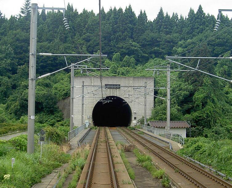 Портал в префектуре Аомори, остров Хонсю