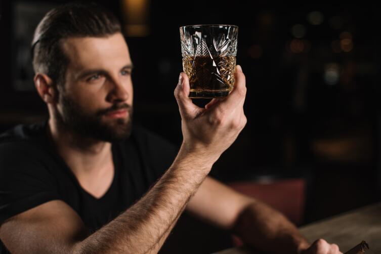 Просто откажитесь от алкоголя на месяц, сами все поймете