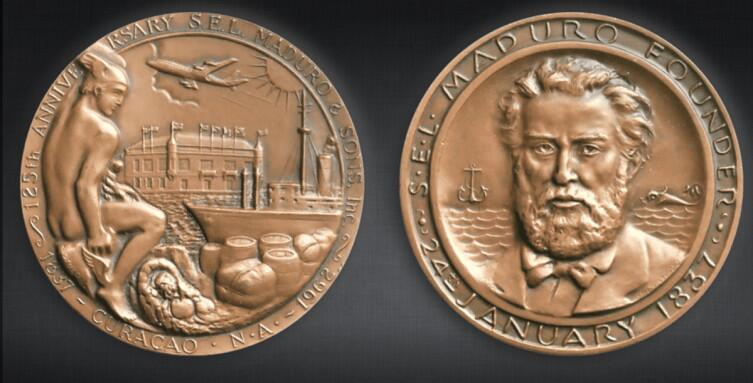 Соломон Мадуро на юбилейной медали S.E.L. Maduro, посвященной 125-летию компании