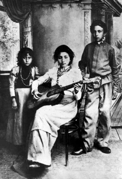 Цыгане из города Новый Оскол. Фотография начала XX века