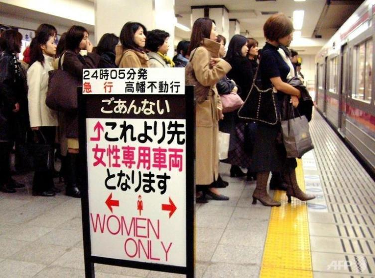 Женский вагон в Токийском метро