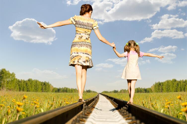 Если жизненно важная потребность в любви не удовлетворена (если мама зла, чрезмерно строга или равнодушна), она загоняется на задворки души