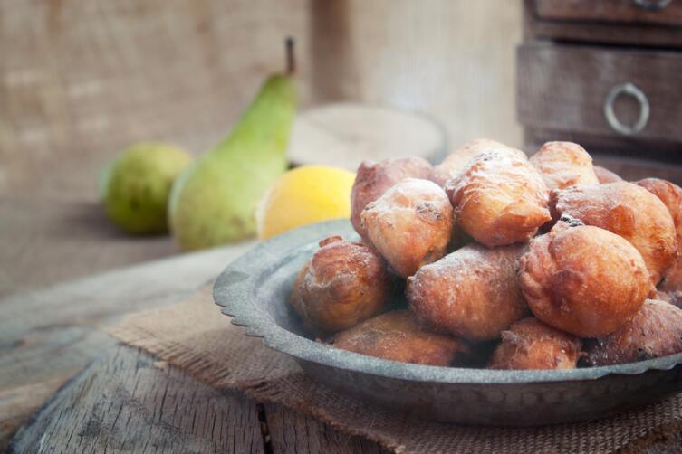 Как приготовить куриные грудки с изюмом и свежими сливами?