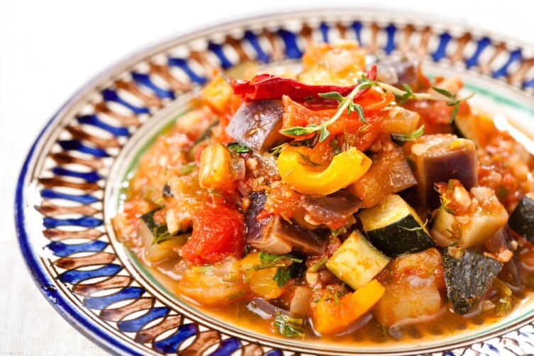 Кабачок хорош в любом овощном рагу, хоть с мясом, хоть без