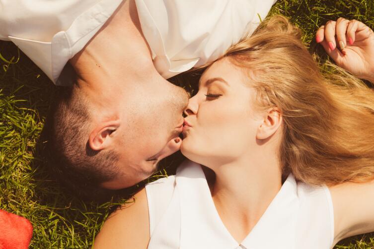 Зачем нужны поцелуи во время секса?