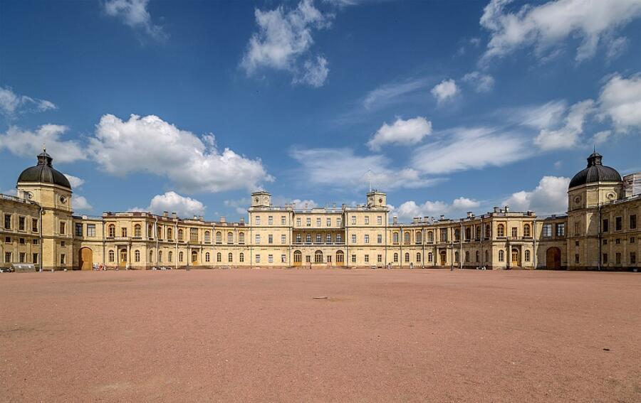 Гатчинский дворец построен для Г. Г. Орлова по приказу Екатерины II