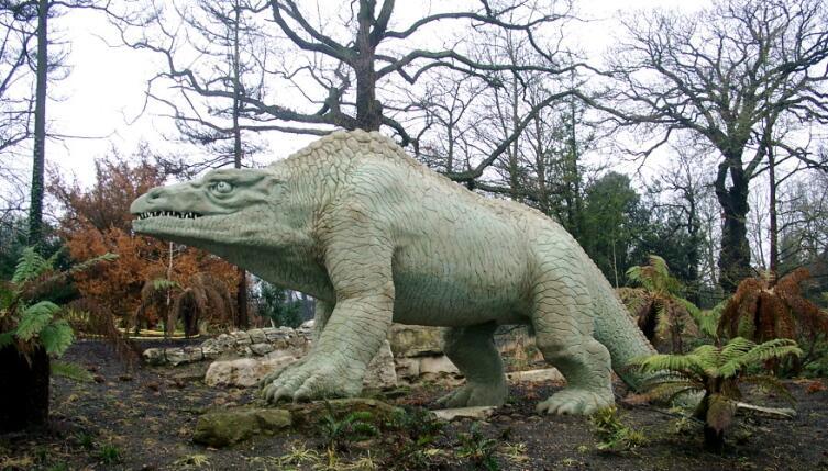 Статуя мегалозавра в саду Хрустального дворца