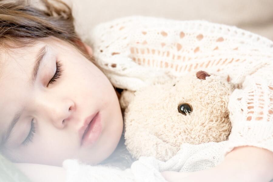 Как прогнать монстра из-под детской кроватки?