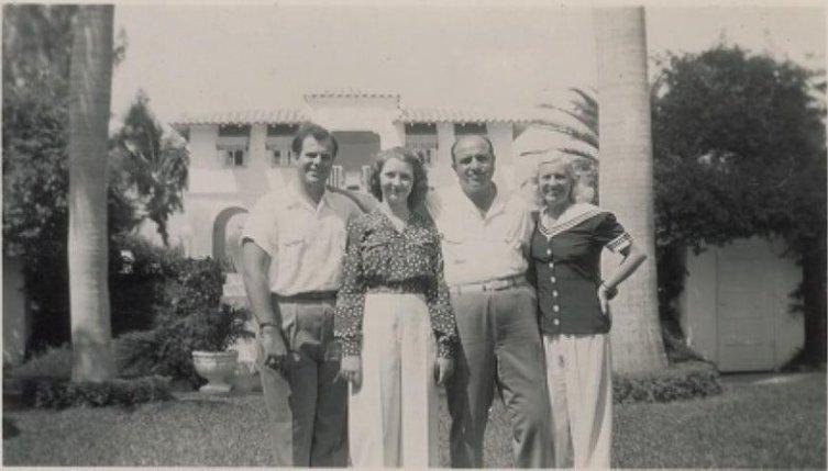 Аль Капоне с семьей