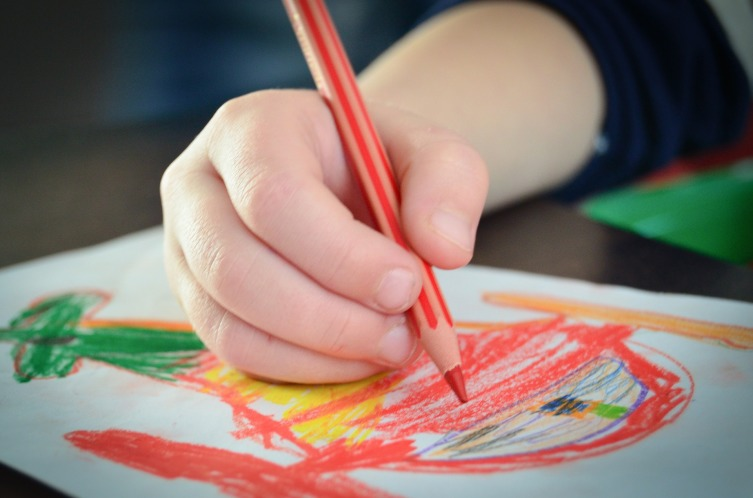 О чем могут рассказать детские рисунки?