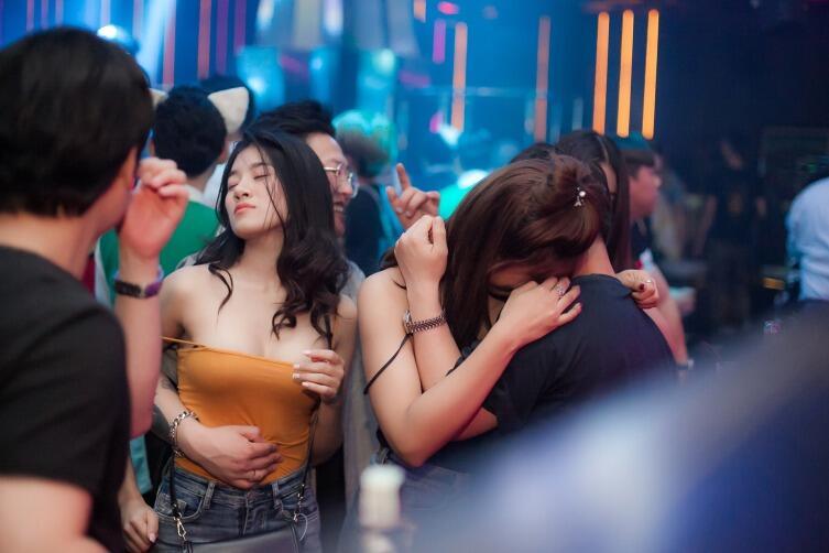 Ночной клуб - распространенное место знакомства