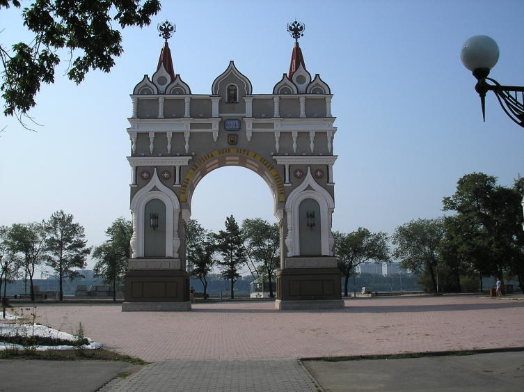 Памятник первым