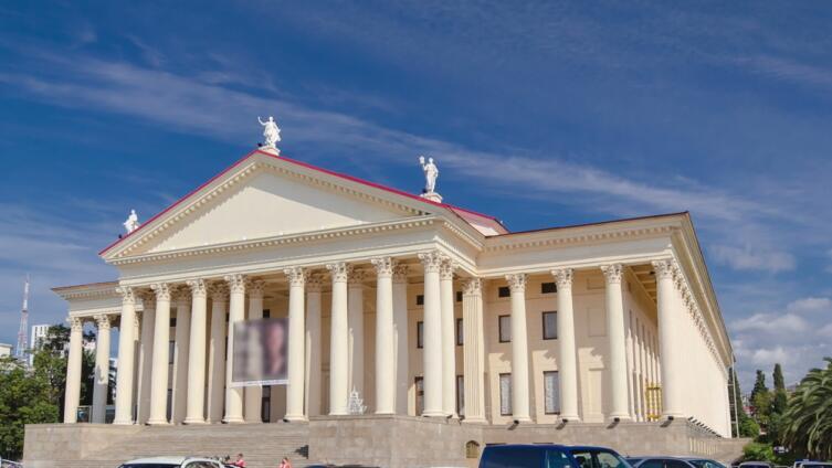 Музы на крыше Зимнего театра