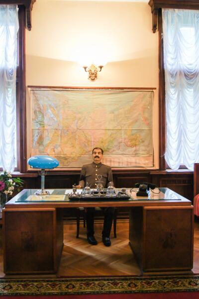 Восковая фигура Сталина на сочинской даче