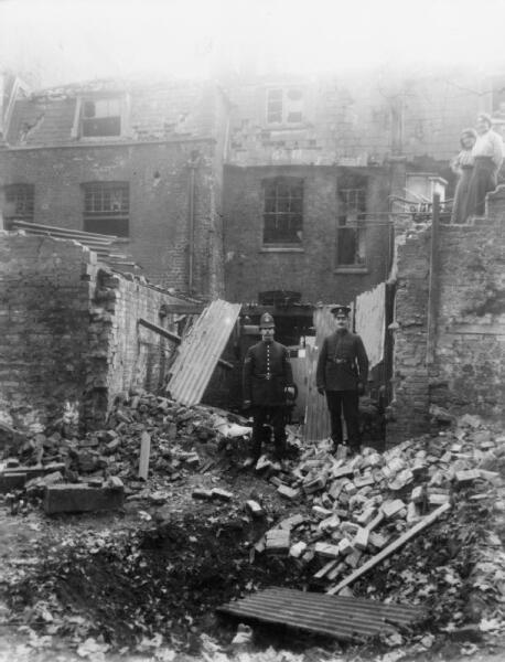 Обломки домов после бомбежки