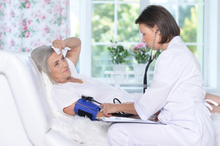 Врач учитывает не только симптомы болезни, но и возрастные особенности пациента