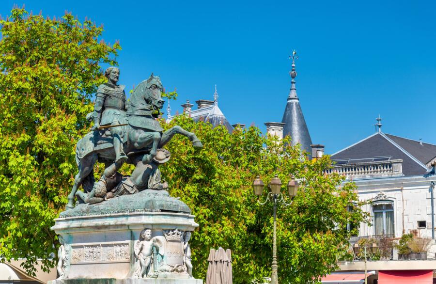 Памятник Францу I в г. Коньяк