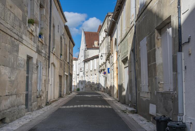 Улица Сент-Эмильон в г. Коньяк