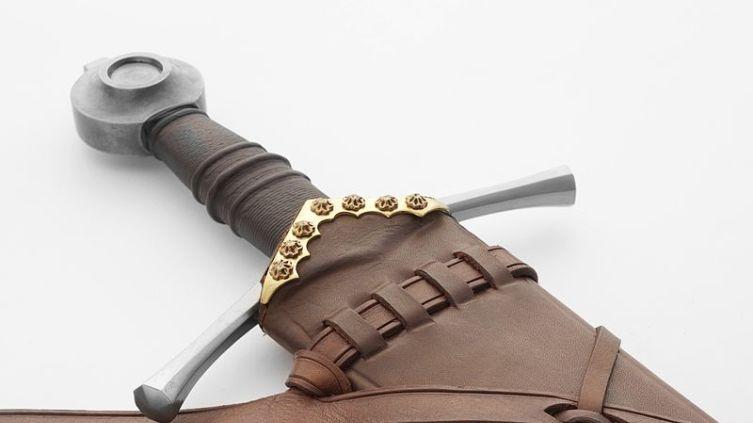 Романский меч в ножнах