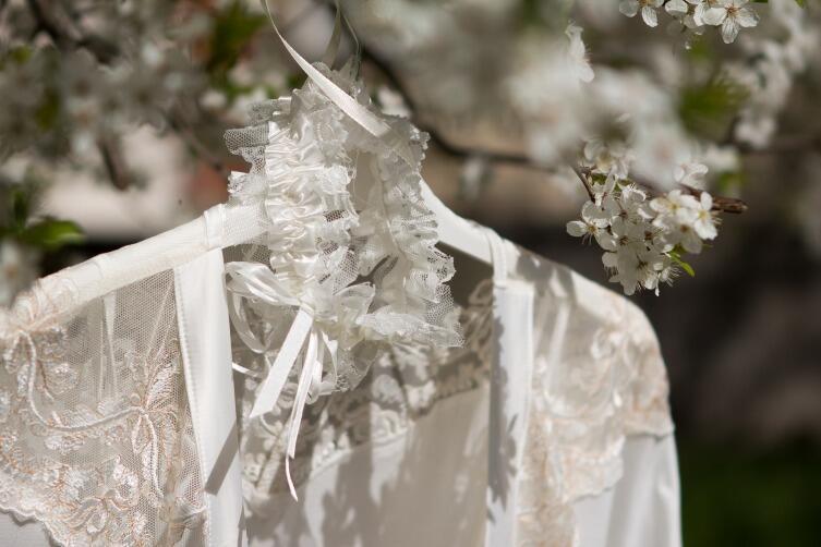 Подвязка невесты – трогательный свадебный атрибут?