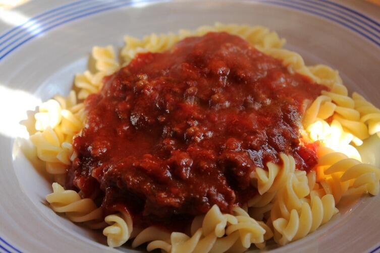Томатно-сливовый соус хорошо подходит к мясной подливе и макаронам