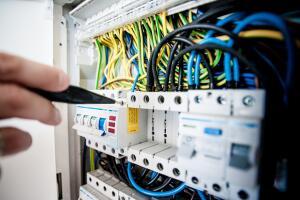 Как организовать систему электроснабжения в общественном учреждении?